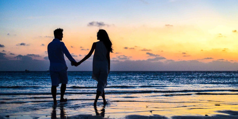 Long-Distance Dating as a Travel Nurse | Travel Nursing